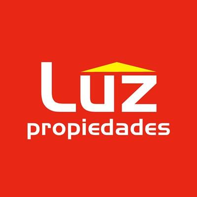Claudia             Arcos - Luz Propiedades